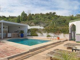 Image No.7-6 Bed Country House for sale