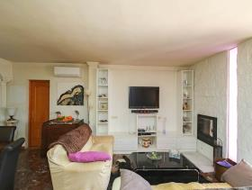 Image No.10-6 Bed Country House for sale