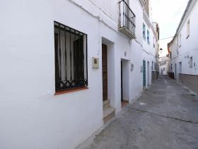 1. 2 Bed Flat for sale