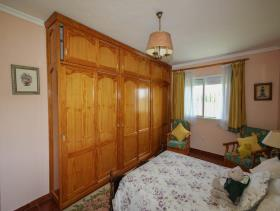 Image No.12-5 Bed Country House for sale
