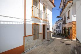 Guaro, Townhouse