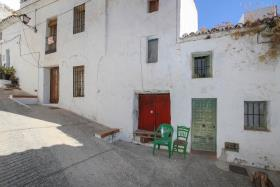 Image No.0-4 Bed Townhouse for sale