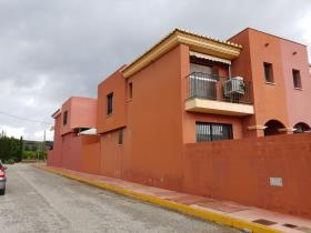 Pizarra, Townhouse