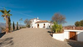 Guaro, Country House