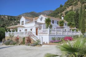 Image No.1-5 Bed Hotel for sale