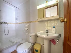 Image No.32-Maison de ville de 3 chambres à vendre à Guaro
