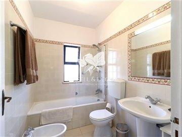 1830vhousebathroom1