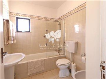 1830vhousebathroom1up