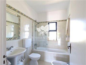 1830vhousebathroom2