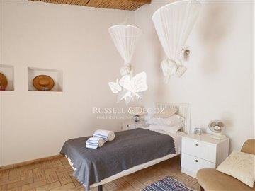 1830vcottagebedroom2