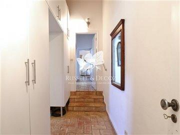 1830vcottagecorridor