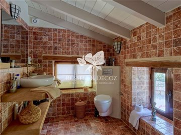 1888vmainbathroom1fa