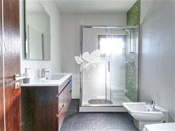 1899vbathroom2