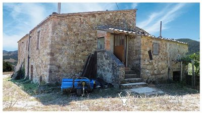 Rustic Country House for sale in Pomarance Tuscany Italy