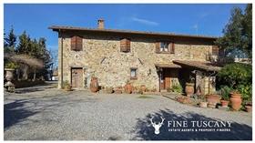 Image No.1-Propriété de 9 chambres à vendre à Toscane