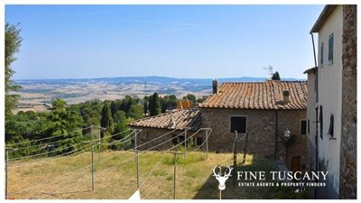 3-Bedroom-house-for-sale-in-Orciatico-Tuscany-Italy-2