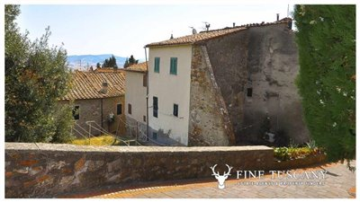 3-Bedroom-house-for-sale-in-Orciatico-Tuscany-Italy-1