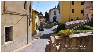3-Bedroom-house-for-sale-in-Orciatico-Tuscany-Italy-4