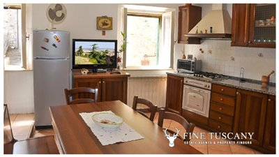 3-Bedroom-house-for-sale-in-Orciatico-Tuscany-Italy-5