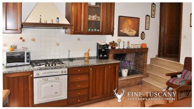 3-Bedroom-house-for-sale-in-Orciatico-Tuscany-Italy-8