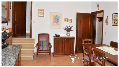 3-Bedroom-house-for-sale-in-Orciatico-Tuscany-Italy-9