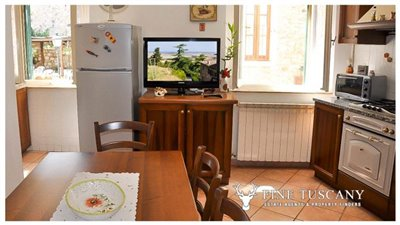3-Bedroom-house-for-sale-in-Orciatico-Tuscany-Italy-11