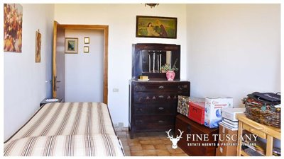 3-Bedroom-house-for-sale-in-Orciatico-Tuscany-Italy-25