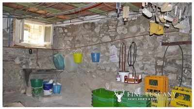 3-Bedroom-house-for-sale-in-Orciatico-Tuscany-Italy-29