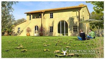 2-farmhouses-for-sale-in-Montefoscoli-Palaia-Tuscany-Italy---2