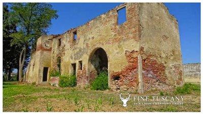 2-farmhouses-for-sale-in-Montefoscoli-Palaia-Tuscany-Italy---7