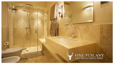 Apartment-for-sale-in-Castelfalfi--Tuscany--Bathroom-1