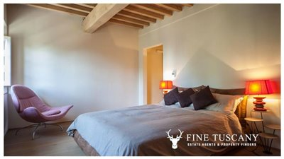 Apartment-for-sale-in-Castelfalfi--Tuscany--Double-Bedroom-2