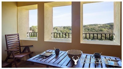 Apartment-for-sale-in-Castelfalfi--Tuscany--loggia-covered-terrace