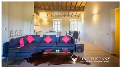 Apartment-for-sale-in-Castelfalfi--Tuscany--open-space-6