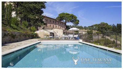 Apartment-for-sale-in-Castelfalfi--Tuscany--panoramic-swimming-pool-2