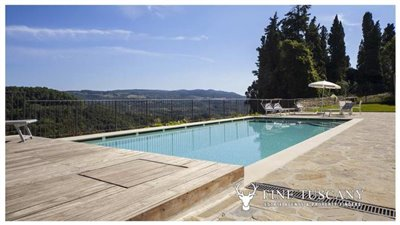 Apartment-for-sale-in-Castelfalfi--Tuscany--panoramic-swimming-pool-3