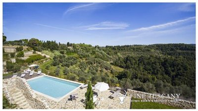 Apartment-for-sale-in-Castelfalfi--Tuscany--panoramic-views-1