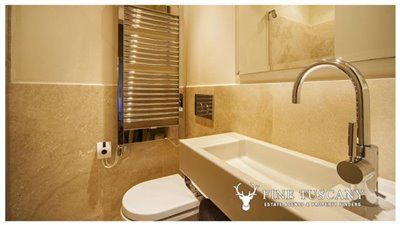 Apartment-for-sale-in-Castelfalfi--Tuscany--small-bathroom