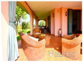Image No.4-8 Bed Villa / Detached for sale