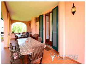 Image No.5-8 Bed Villa / Detached for sale