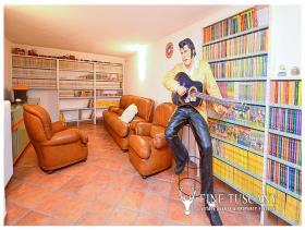 Image No.19-8 Bed Villa / Detached for sale