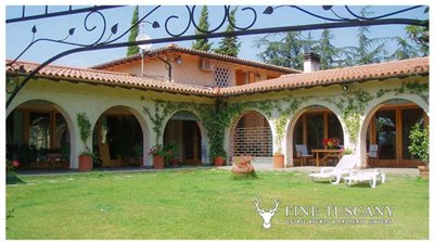 Villa-for-sale-in-Bientina--Tuscany--Italy---Back-of-the-house