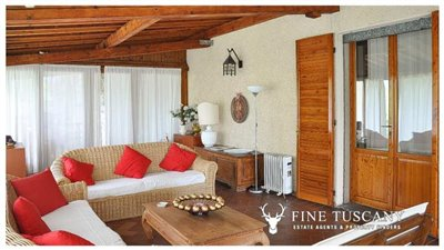 Villa-for-sale-in-Bientina--Tuscany--Italy---Conservatory-2