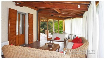 Villa-for-sale-in-Bientina--Tuscany--Italy---Conservatory-3