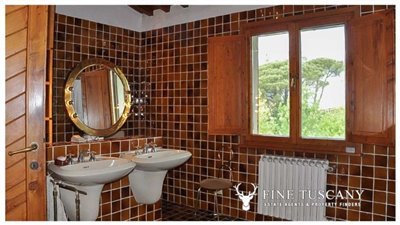 Villa-for-sale-in-Bientina--Tuscany--Italy---First-floor-Shower-room-1