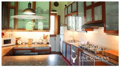 Villa-for-sale-in-Bientina--Tuscany--Italy---Kitchen