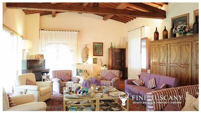 Villa-for-sale-in-Bientina--Tuscany--Italy---Living-room-2