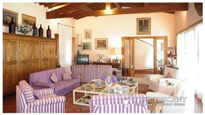 Villa-for-sale-in-Bientina--Tuscany--Italy---Living-room-3