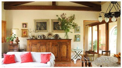 Villa-for-sale-in-Bientina--Tuscany--Italy---Living-room-and-dining-room