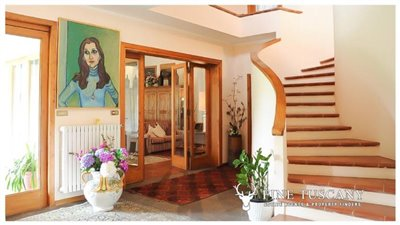 Villa-for-sale-in-Bientina--Tuscany--Italy---Staircase